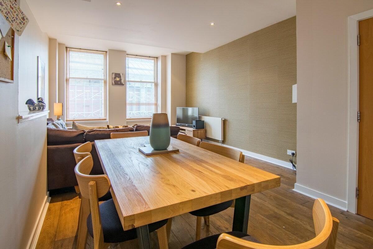 Spacious Glasgow Apartment