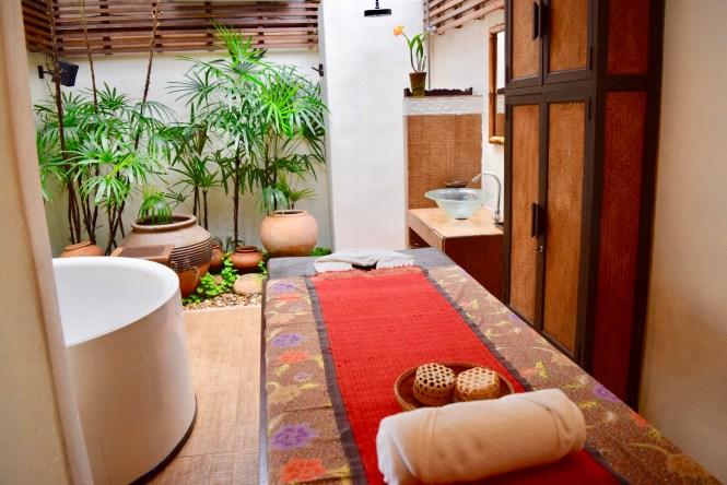 fah lanna massage room