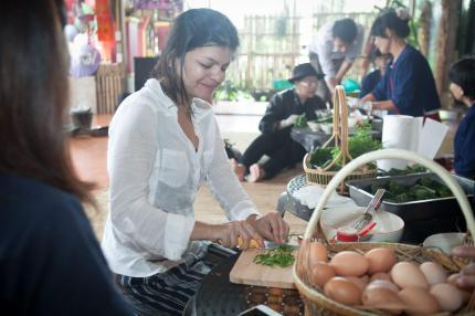 Chopping vegges for Khai Pam