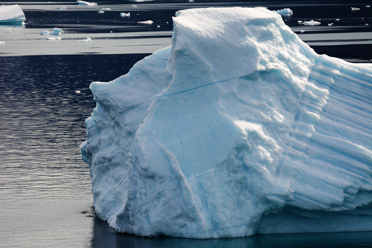 Image of a iceberg that looks like a face - iceberg pareidolia test