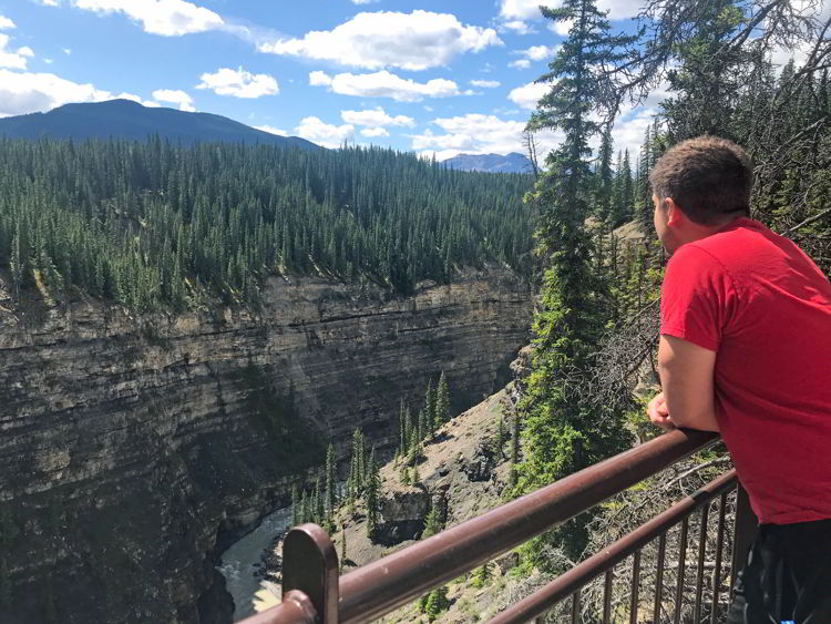 An image of the Bighorn Gorge Overlook on the Crescent Falls Hike in David Thompson Country, Alberta.
