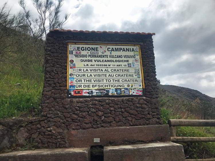 An image of the national park sign inside Vesuvius National Park.