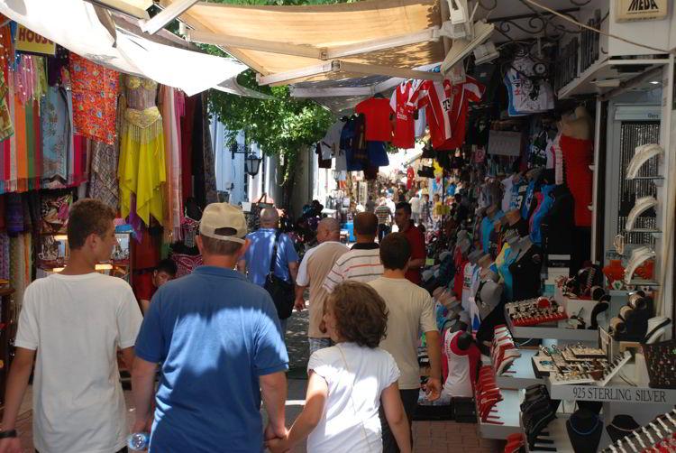 An image of the shopping market near Kusadasi cruise port.