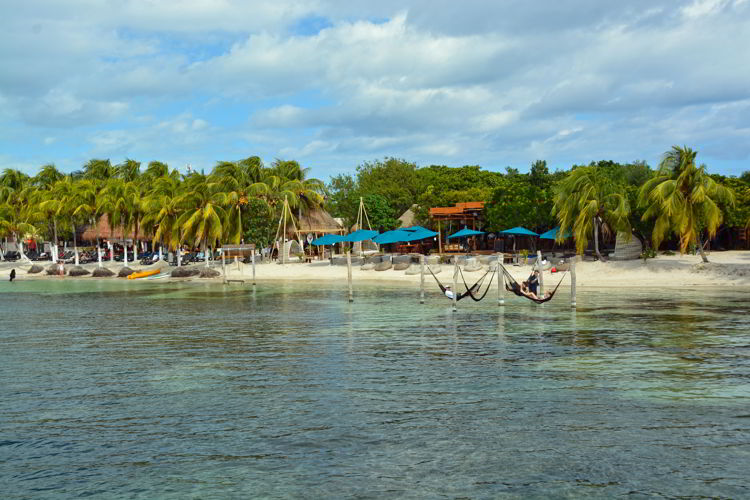 An image of a beach on Isla Mujeres, Mexico.