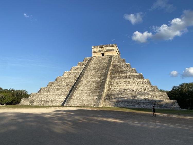 An image of a Mayan pyramid at Chichen Itaza, Mexico.