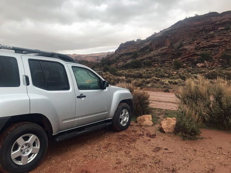 An image of a car at the parking lot ear the trailhead for the wave hike in Arizona, USA.