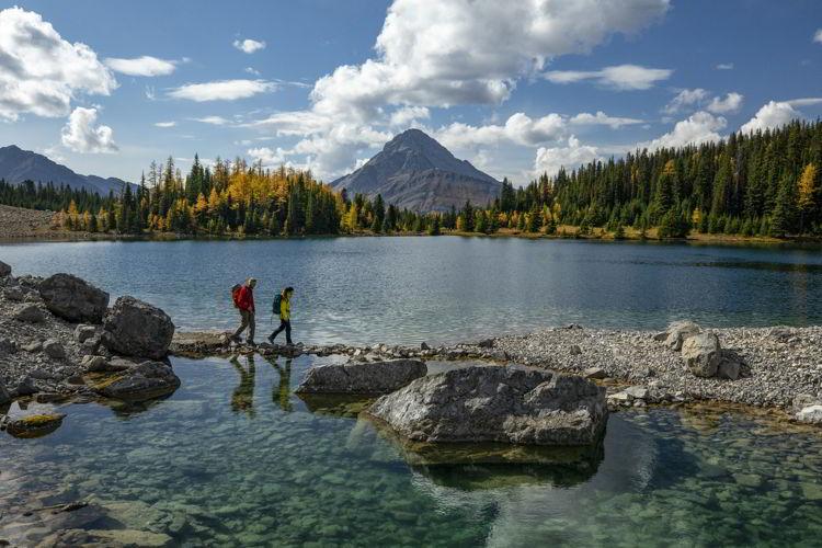 An image of Chester Lake during larch season. Photo credit Travel Alberta/Paul Zizka.