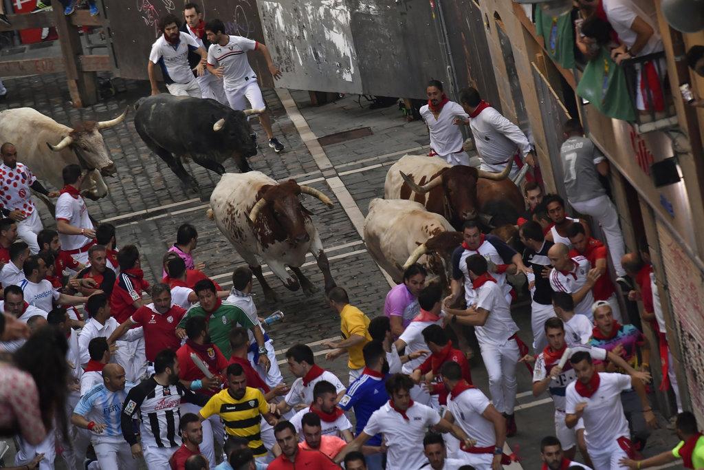 Spain Running of the Bulls_1531148242408