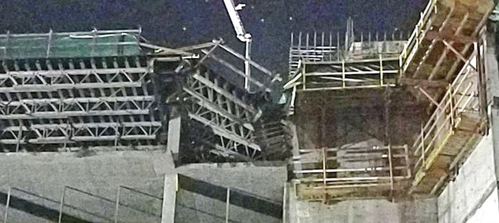Hotel Plunge scaffolding