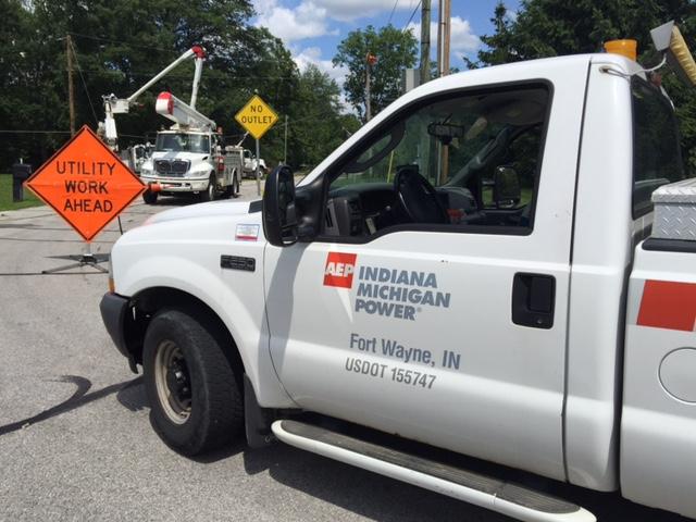 I&M truck power lines work repair_120978