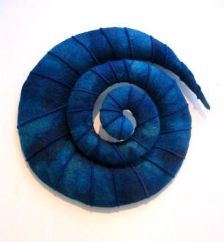 Drömmare, textil skulptur i tovad ull, ca 80 cm i diameter.©Maria Wangi Ibohm, Maria Backström