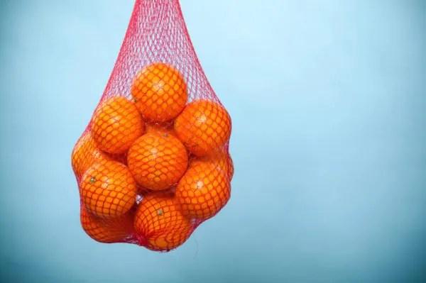 Alasan Sebenar Kenapa Buah Oren Dijual Dalam Beg Jaring Merah