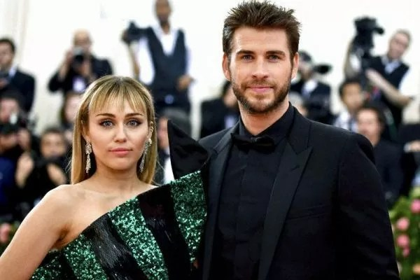 Berakhir Sudah Mahligai Miley Cyrus & Liam Hemsworth. Ini Puncanya!
