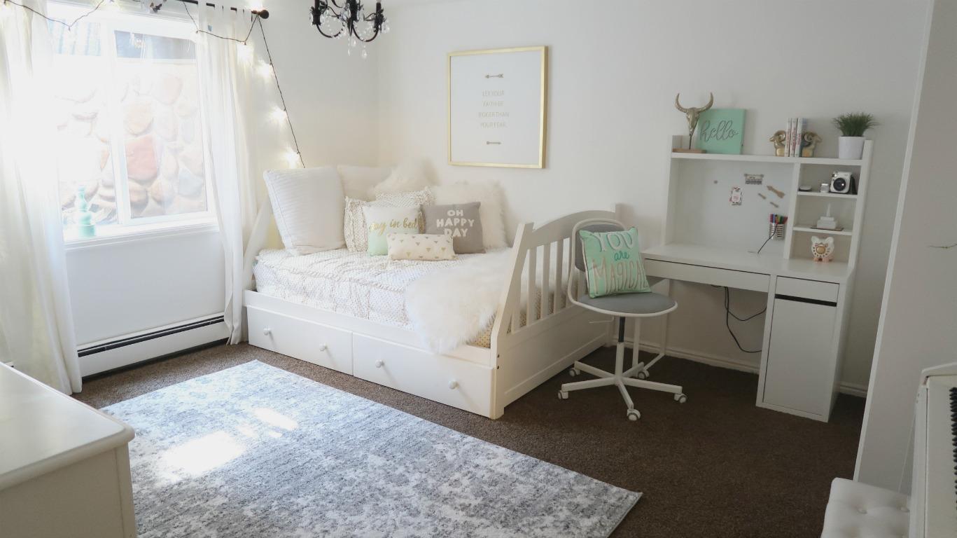 Cute Teen Bedroom Reveal Makeover Wannabe Balanced Mom