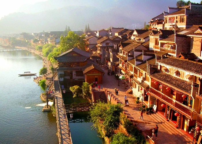 http://www.visitourchina.com/fenghuang/attraction/fenghuang-ancient-town.html