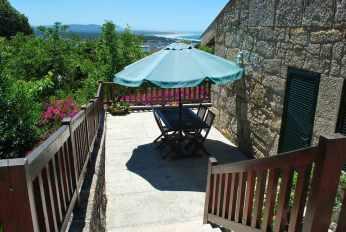 Ons huisje, omgeven door terrassen