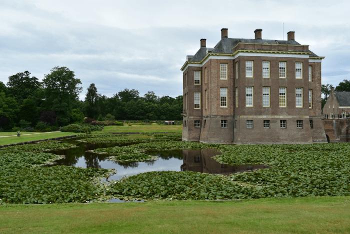 de kasteeltuinen van landgoed middachten