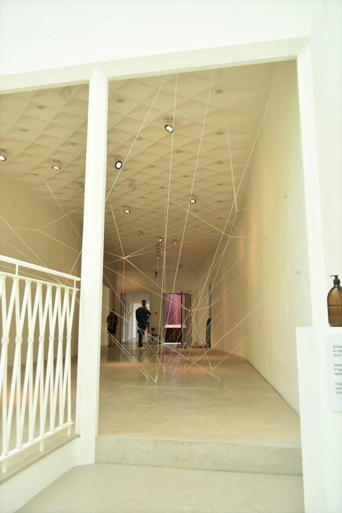 rozerode muren van cultuurhuis Z33