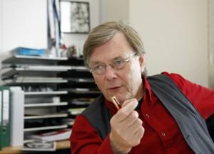 """Osterhaus in 2005: """"Er is nu besloten voor dertig procent van de Nederlandse bevolking voorraden aan te leggen; dat is ook genoeg, want niet iedereen wordt ziek of tegelijk ziek."""" Waarom adviseert hij Klink dan om 34 miljoen vaccins te kopen.."""