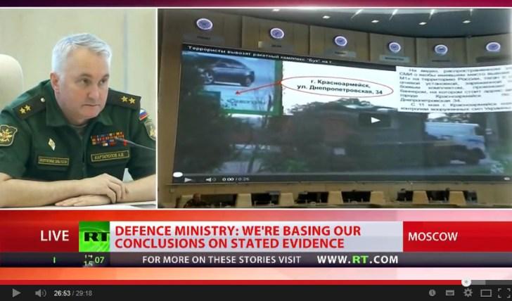 Fijnttjes legt de minister van Defensie uit, hoe een 36 seconden durend filmpje op YouTube is gezet, om het verplaatsen van een BUK-installatie te laten zien.. Maar dit filmpje is pure misleiding; het is gemaakt in het regeringsgebied van Oekraïne..! Bewijs dat kennelijk niet belangrijk genoeg is voor NOS en RTL..!