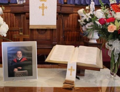 Beeld begrafenis Andrew Moulden vaccin