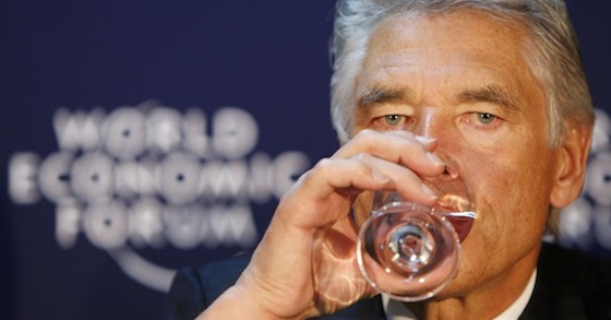 Meneer Peter Brabeck is als een vos bezig de winst van Nestlé te vergroten, door een monopolie op het drinkwater te organiseren..!