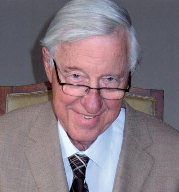 De 87-jarige Hans Moolenburgh, vitaal als ooit tevoren!  Hans Moolenburgh (1925), de éminence grise van de Nederlandse huisartsen. De huisarts-in-ruste Dr. Hans Moolenburgh is een uitermate erudiete voorvechter van het natuurlijke evenwicht. Hij is de man die er o.a. voor heeft gezorgd dat jij niet elke dag fluoride via je drinkwater naar binnen krijgt.