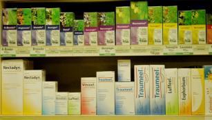 Homeopathie: apothekersrekken vol met onzin? Wat voor andere belangen zijn er gemoeid met het verbieden ervan?