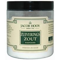 Zuiveringszout of Baking Soda' is gewoon in veel winkels te koop, zoals deze bij 'De Tuinen'..