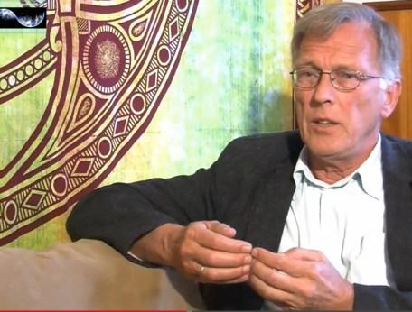 Het zijn mensen als deze arts, Jannes Koetsier, die het voortouw nemen en een veel kritischer geluid laten horen over vaccins en vaccinaties, dan bijvoorbeeld het RIVM