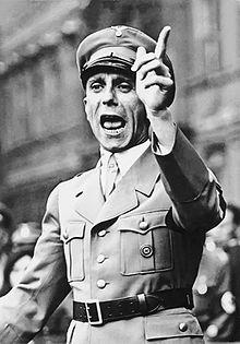 Joseph Goebbels, NAZI-opperhoofd inzake propaganda.. Natuurlijk keurig verpakt in een Ministerie van Informatie..