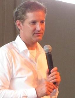 Martijn van Staveren bij één van de vele, vele lezingen die hij op dit moment houdt in Nederland.. (klik voor lezingenserie WantToKnow)