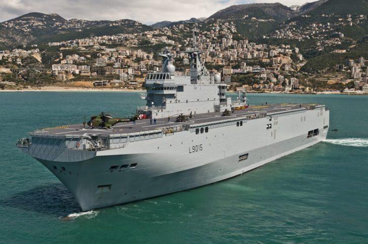 Een gevechtsvaartuig van de Franse Marine, van de 'Mistral'-klasse. Een schip dat ook door de Fransen wordt geproduceerd. Feitelijk hadden er 2 van deze schepen afgeleverd moeten worden aan Rusland.