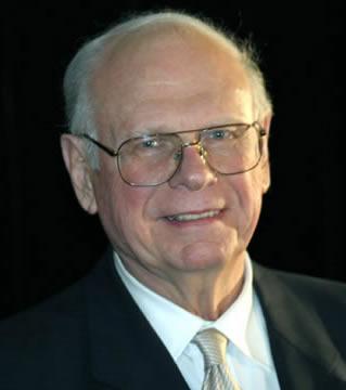 De onverschrokken en uiterst erudiete verschijning van Paul Hellyer, oud-minister van Canada. Hij is één van de dappere klokkenluiders, die WEL een eerlijk antwoord geeft! (klik voor artikel)