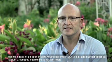 Klaas Proesmans vertelt wat hij in Oeganda gaat doen! Screenshot video: BEWIJS ! Rode Kruis genas 154 malariapatiënten met MMS