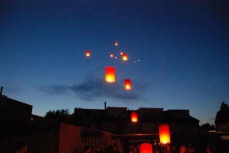 Thaise geluksballonnen, 13 stuks. 13 Schepen in nood? 13 bosbranden in aantocht? Mijn hemel..