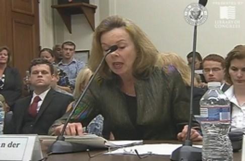 Adele van der Plas voor de Helsinki-commissie van het Amerikaanse Congres