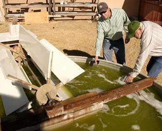 Fermentatietanks waarin de algen worden gekweekt.