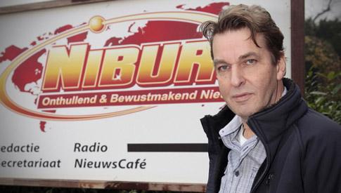 Vele, vele uren van zijn leven investeerde Anton Teuben in het 'nieuwskanaal' Niburu, om er in 2014 achter te komen, dat op geraffineerde wijze zijn levenswerk onder hem was weggekaapt.