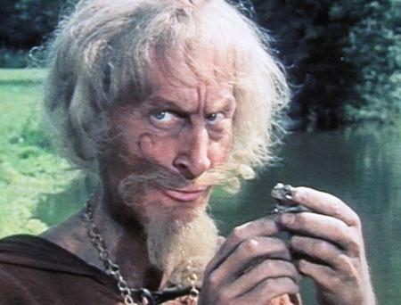 Catweazle, de middeleeuwse magiër die een tijdsprong maakte en vanuit de Middeleeuwen in onze tijd terecht kwam. (klik voor YouTube).