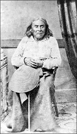 De enige -bekende- foto van Chief Seattle, uit 1865. 1 Jaar voor zijn dood, hij was toen 79 jaar oud.