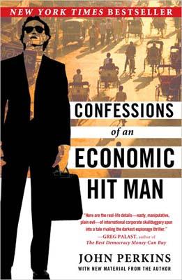 Dit boek uit 2004 beschrijft de waanzinnig brutale manier waarop de VS in het verleden democratische regimes omver wierp, om macht uit te oefenen. De tijden lijken verandert, want het gaat allemaal wat subtieler...! (klik voor lead)