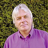 "David Icke: ""Human Race, get of your knees!"""