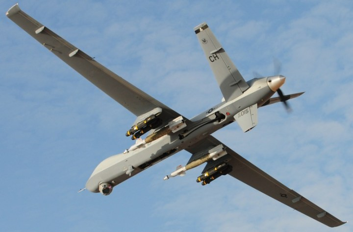 De onbemande high-tech killing machine, officieel betiteld als 'verkenner', zoals we de 'Drones' kennen. Er wordt nu gesproken over mini-uitvoeringen om de Amerikaanse bevolking 'in de gaten te houden'...!