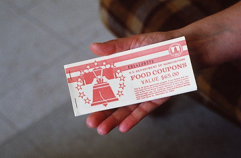 Naast de voedselhulp-creditcard, zijn er ook nog de 'gewone' voedselbonnen voor de bewoners van 'het rijkste land ter wereld'..