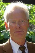 Prof. dr. J.M.D. Galama (1947) is arts-microbioloog, emeritus hoogleraar Virologie aan het UMC St Radboud te Nijmegen. Hij deed ondermeer onderzoek naar de relatie tussen virusinfecties en de auto-immuunziekten type 1 diabetes en multiple sclerosis. Ook participeerde hij in de Brighton Collaboration, een internationaal initiatief om bijwerking van vaccins te bestuderen. Verder is hij lid van de adviescommissie van het Nationaal Programma Grieppreventie.