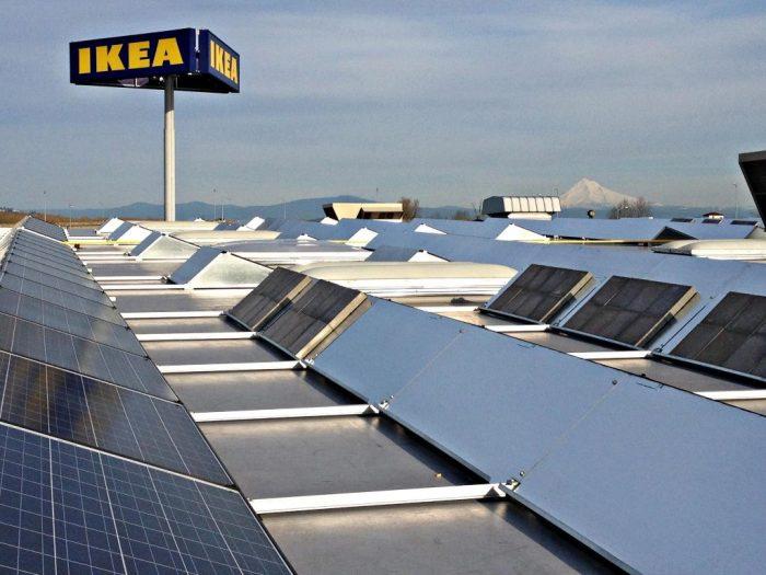 De mega-oppervlakte van de IKEA-warenhuizen is natuurlijk een uiterst perfecte locatie voor zonnepanelen..!