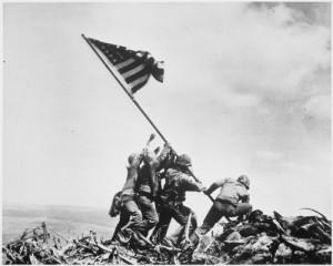 Deze beroemde foto uit de 2e Wereldoorlog is gemaakt op Iwo Jima. Hetzelfde eiland waar de kleine James