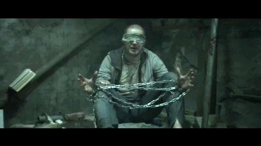 Scene uit de 'kamervragen'-clip van Lange Frans en Baas B.