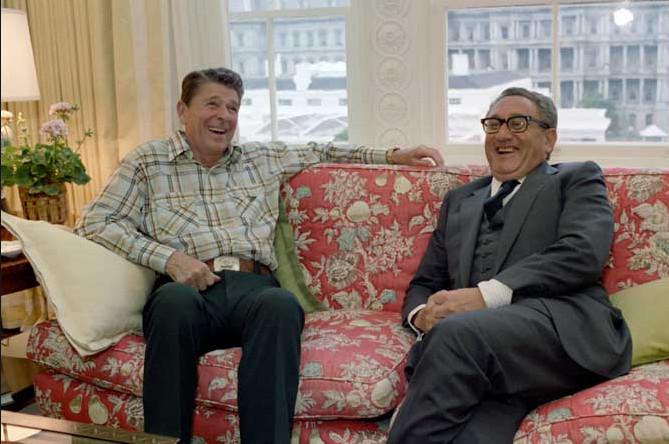 De president met zijn adviseur. Maar wie is de werkelijke president..??